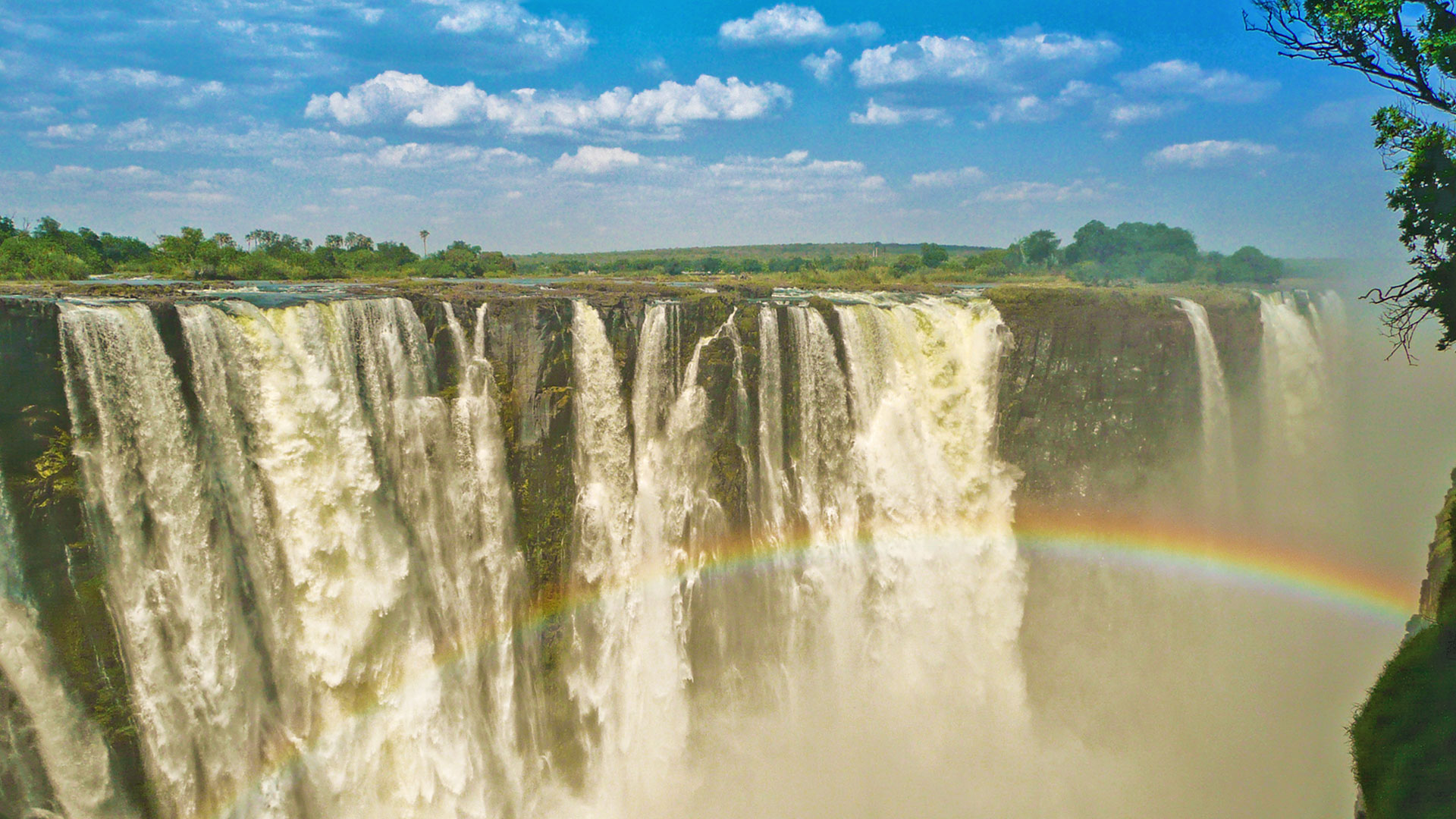 Experience the spectacular Victoria Falls!